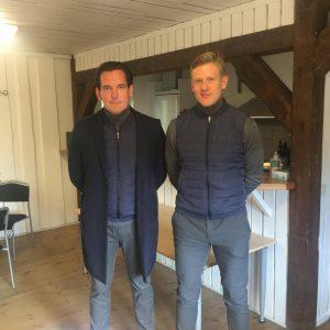 Tränarna Björn Lidström och Viktor Helander håller inför varje hemmamatch ett försnack i klubbstugan